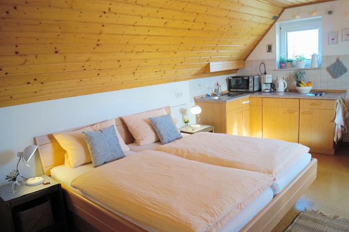Ein bequemes Doppelbett mit hochwertigen Matratzen
