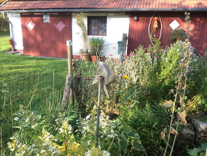 Der große Garten rund um das Ferienhaus am Wachtküppel  (Rhön)