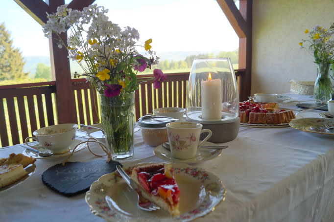 Kaffee trinken am Freisitz - der perfekte Platz am Wachtküppel zum Ausspannen
