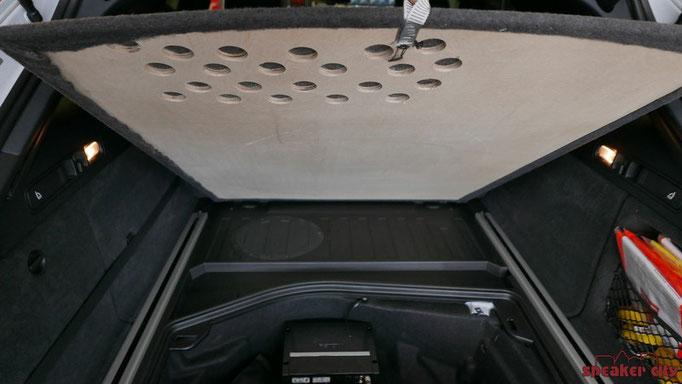 2 ARC8 Subwoofer unter der Bodenplatte