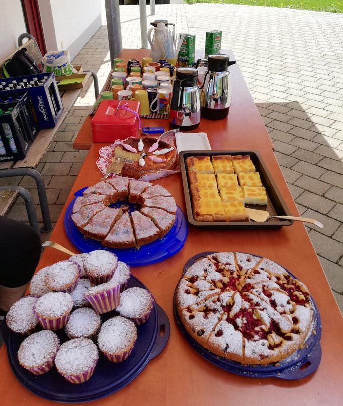 Dankeschön.... an die KuchenbäckerInnen !!