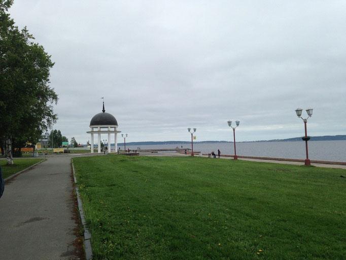 Auf der Uferpromenade von Petrosavodsk