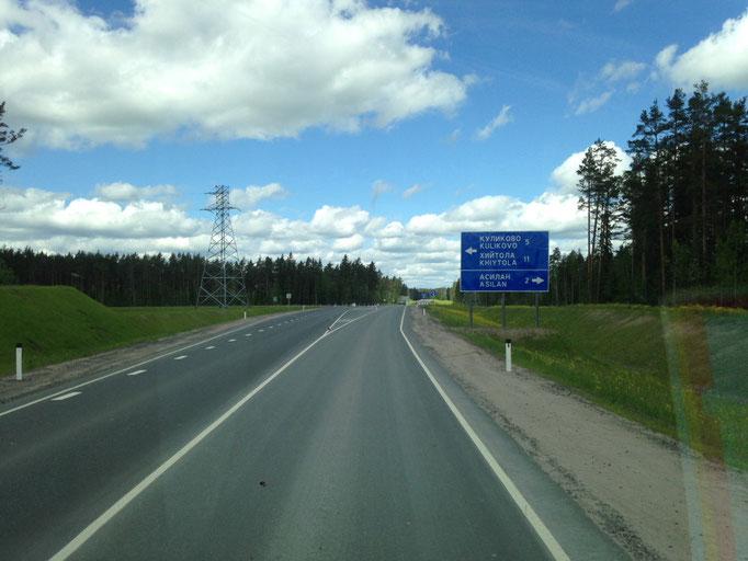 Was eine erholsame Landstraße und dazu deutlich besseres Wetter