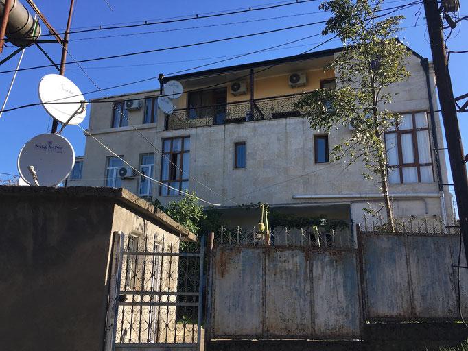 Hotel Edemi in Kutaisi - Der Balkon oben links gehört zu Zimmer Nr. 8