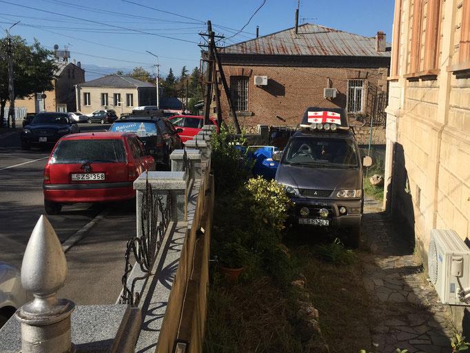 Hotel Edemi in Kutaisi - Geländegängiger Hyundai Delica für Ausflüge