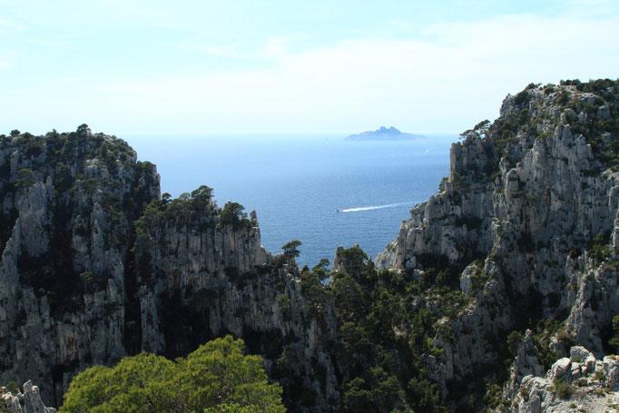 Archipel du Riou (réeserve ornithologique) vue des falaise d'En vau