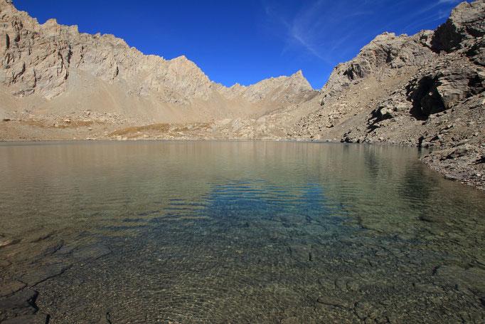 Lac des neuf couleurs et las aiguilles de Chambeyron