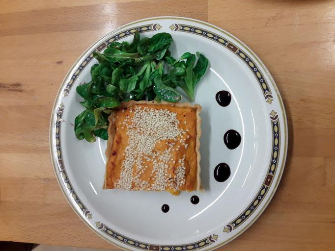 Tarte au potiron et aux graines, salade de mâche
