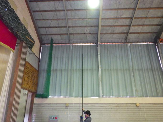 高い天井材の確認調査