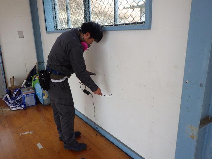 内壁と外壁の間の隠蔽部の調査