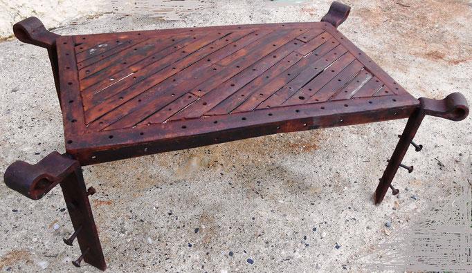 Table L 100cm l  50cm  h 40 cm indisponible