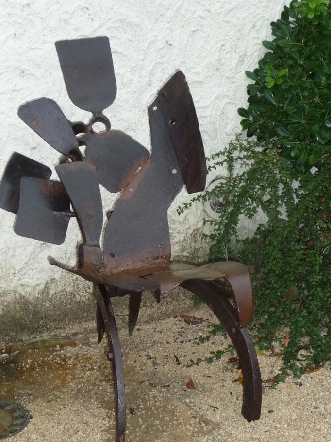 fauteuil h 80 cm larg 50 cm  disponible