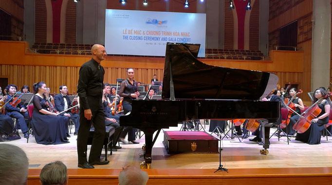 Aufführung des 2.Satzes meines Klavierkonzertes mit dem Vietnam National Symphony Orchestra unter Zoe Zeniodi