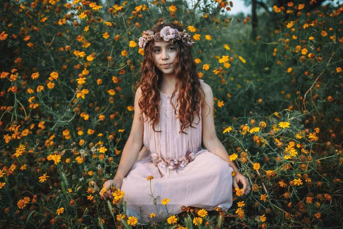 בוק בטבע עם פרחים