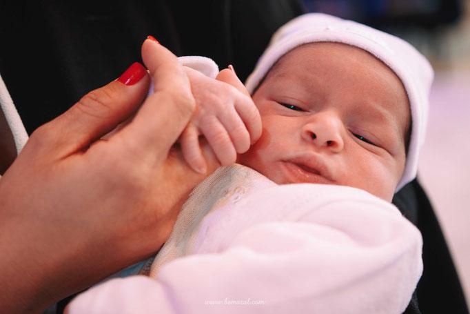 התינוק והאם | צילום לברית מילה בחולון