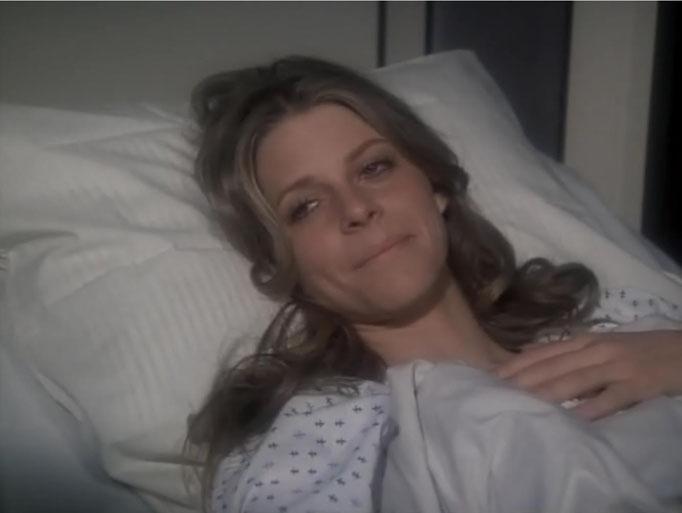 Zahlreiche Protestbriefe der Fans führten dazu, dass Lindsay Wager eine eigene Serie erhielt. Hier: Jaime Sommers erwacht nach einer weiteren, von Dr. Wells durchgeführten Operation in einem geheimen Krankenhaus des O.S.I.