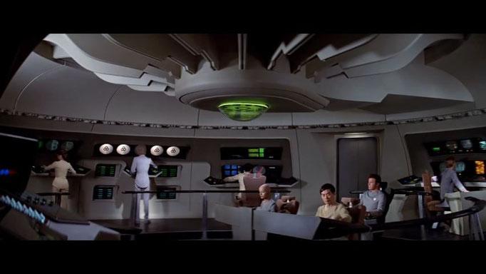 stilistisch ging Star Trek: The Motion Picture ganz neue Wege weg vom bunten Serien-Design hin zu einem ernsteren Look