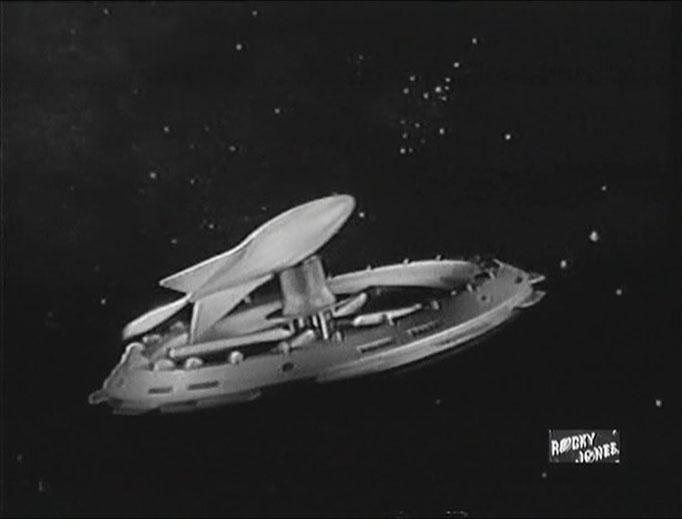 ür eine 50er Jahre TV Serie, die dazu zunächst ohne festen Sponsor auskommen musste, zeigt Rocky Jones, Space Ranger sehr viele nett anzuschauende Spezialeffekte. Hier ein feindliches Raumschiff, dass sich gerade von einer Spaceranger Raumstation entfernt