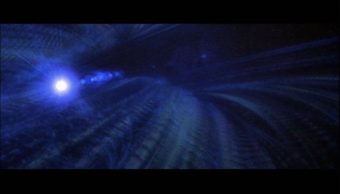 eine unidentifizierte Energiewolke bewegt sich unaufhaltsam auf die Erde zu, Kirk und seine Crew stellen sich der Gefahr