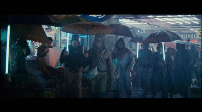 Ridley Scott setzte bei der Inszenierung seines Stadtbildes auf einen Kulturen-Mischmasch und Meonlicht, das die vom Regen durchsetzte Dunkelheit erhellt