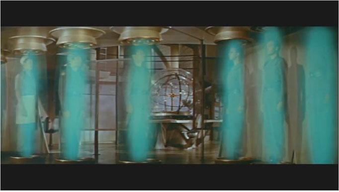 der Stasiseffekt während des Bremsmanövers der C75D ähnelt verblüffend dem Beameffekt in Star Trek. Die Effektespezialisten der Desilu Studios orientierten sich offensichtlich an diesem Film