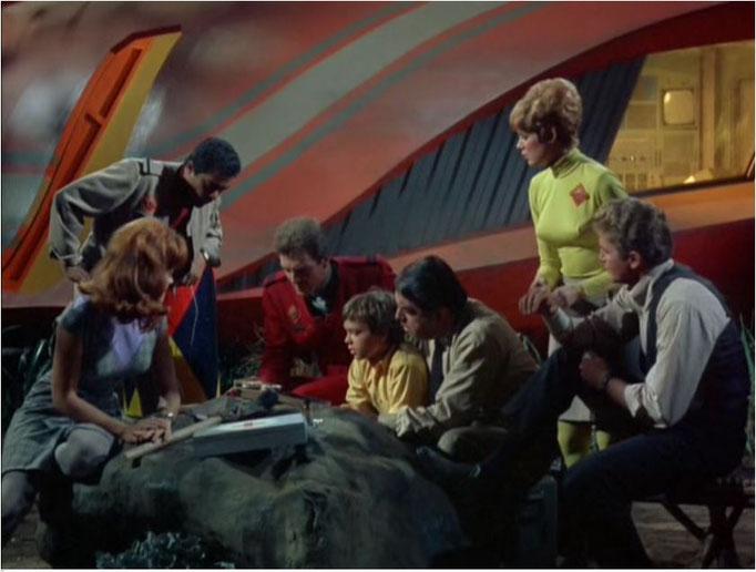 die Mannschaft der Spindrift beim Fund eines merkwürdigen Tonband