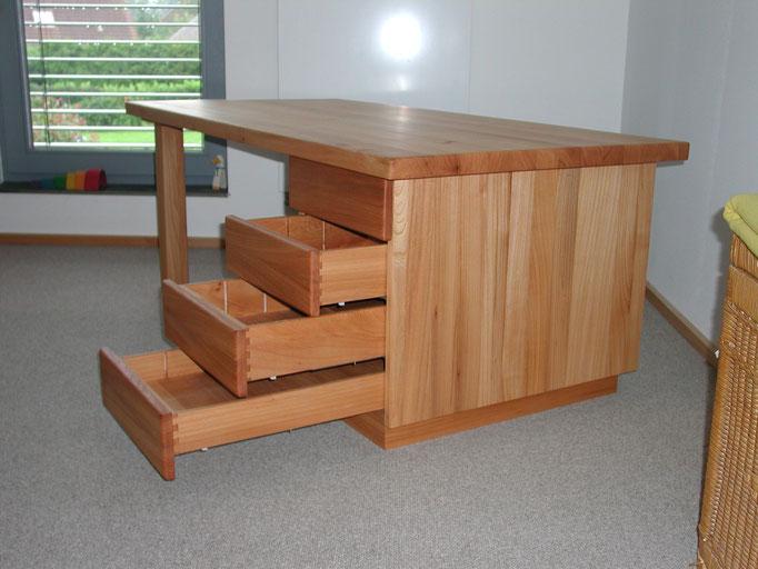 Einzelmöbel/ (Schreib-)Tische
