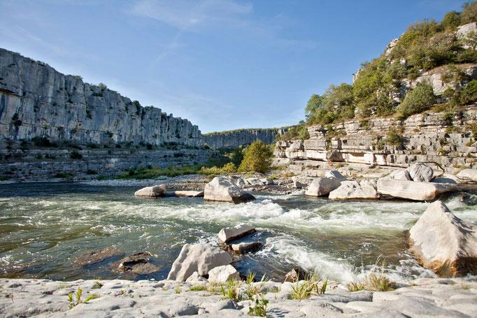 Département Ardèche, Felswände, Canyon, Wildnis