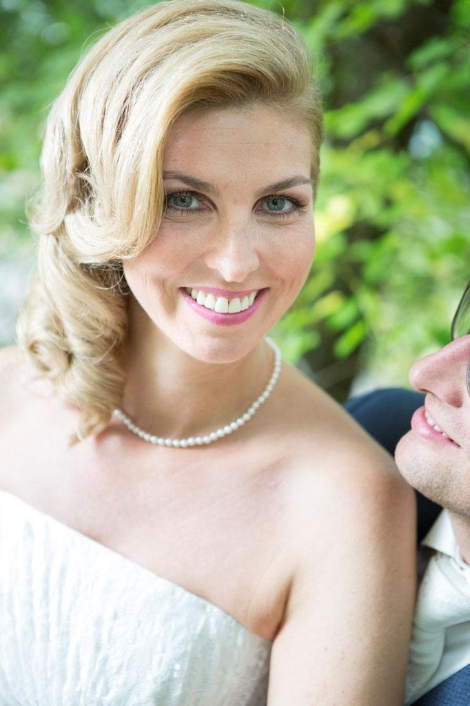 Kosmetikerin Yvonne Mayr aus Aurolzmünster und Frisörin Bernadette von Style Date Taiskirchen sorgten für das Top - Styling