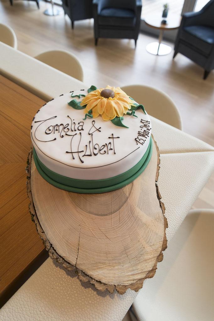Die Hochzeitstorte wurde von Doris Reindl K. von der Kondititorei Haller, mit Liebe passend zum Thema gestaltet!