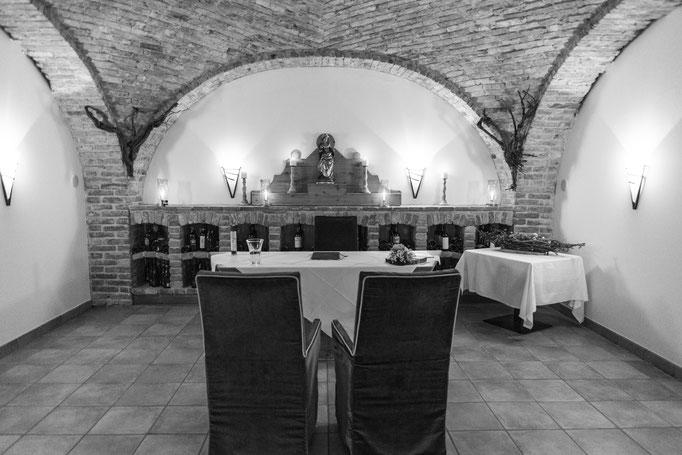 Die traumhafte Trauung fand im Weinkeller des Restaurants Aqarium in Geinberg5 statt.