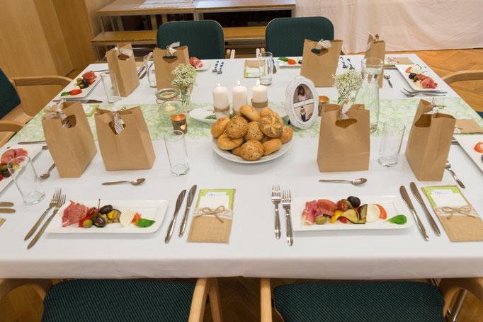 Viele Überraschungen erwarteten die Gäste bei Tisch! Leckeres Antipasti zu Beginn! Caterer Christoph Wolfschluckner und seine Frau Daniela kümmerten sich um das Wohlergehen der Gäste!