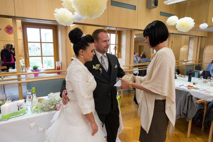 Ich freue mich immer darauf, dem Brautpaar von Herzen zu gratulieren und ein kleines Andenken an mich zu überreichen!