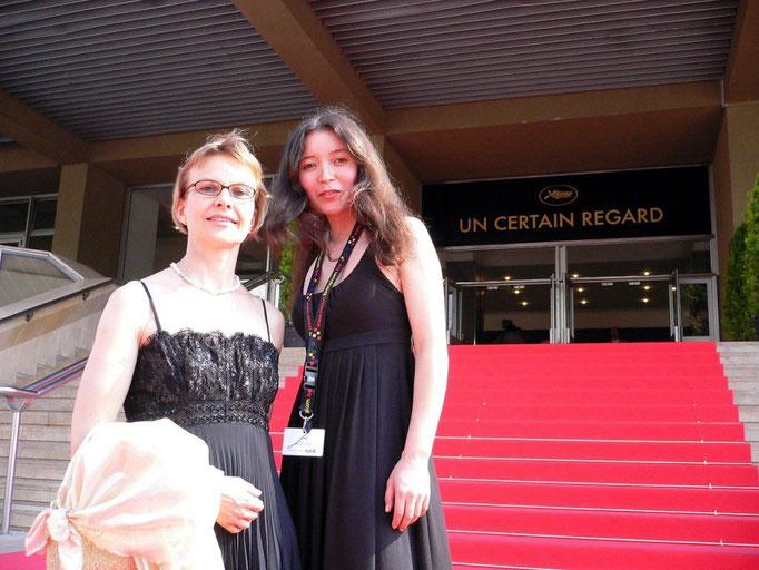 Samal Yeslyamova (Hauptdarstellerin) und Susann Wach (Commissioning Editor SF) auf dem roten Teppich.