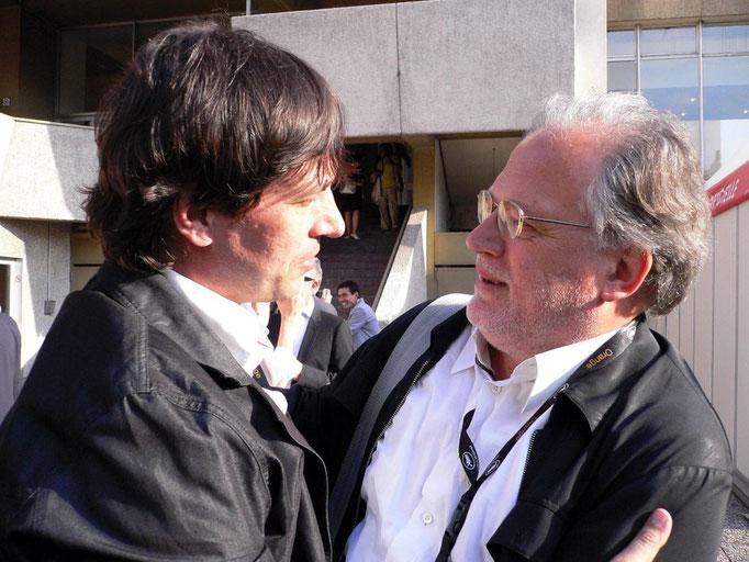 Der Produzent KARL BAUMGARTNER (Pandora Film) gratuliert dem Regisseur Sergey Dvortsevoy (li)