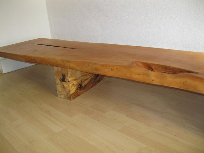 Sitzbank aus Birnbaum, Oberfläche fein geschliffen und geölt