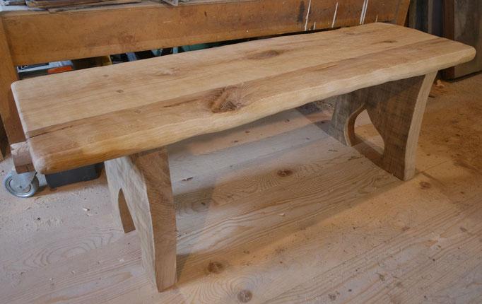 Sitzbank aus Eiche,  Oberfläche strukturiert und gebürstet