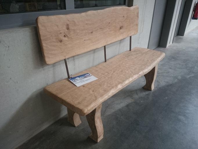Sitzbank aus Eiche mit Lehne,  Oberfläche strukturiert und gebürstet