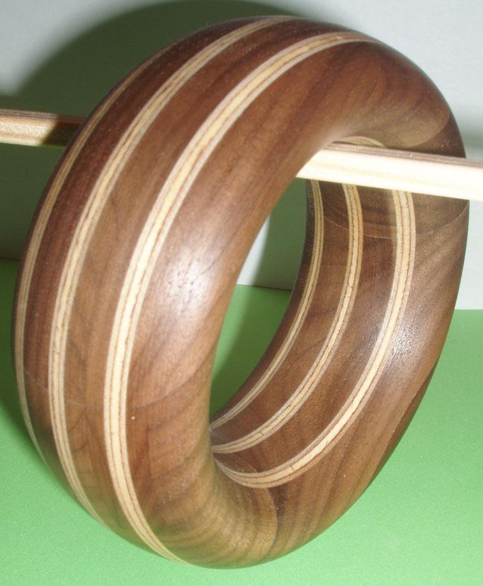 Nuss und Ahornholz Durchmesser innen 65 mm    Preis SFr 225.-         portofrei Vorkasse Nr. 1799130