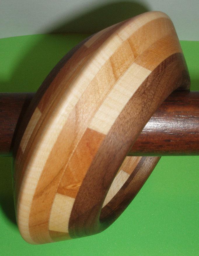 Nuss, Kirsch und Ahornholz Durchmesser innen 65 mm    Preis SFr. 225.-         portofrei Vorkasse Nr. 1755130