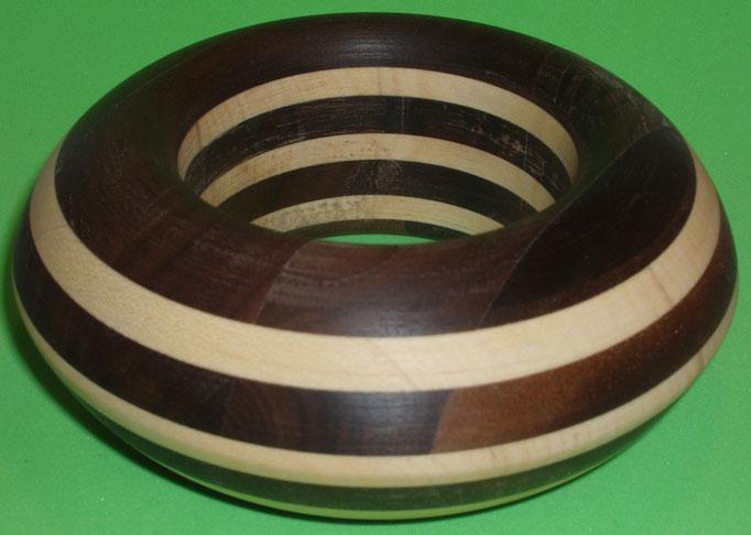 Nuss und Ahornholz Durchmesser innen 65 mm                 Preis SFr. 225.-          portofrei Vorkasse Nr. 1722130