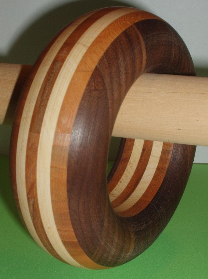 Nuss, Kirsch und Ahornholz Durchmesser innen 65 mm    Preis SFr 225.-         portofrei Vorkasse Nr. 1711130