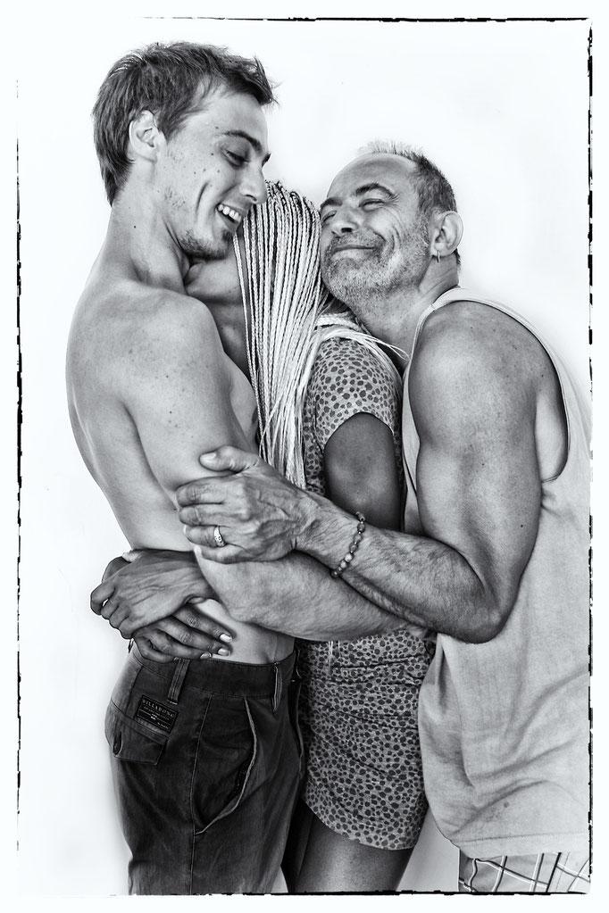 A musical trio hug, (Tarnos 2014) © OBS