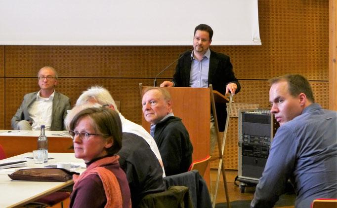 RÜckfragen an Dr. Dominik Gerd Sieber
