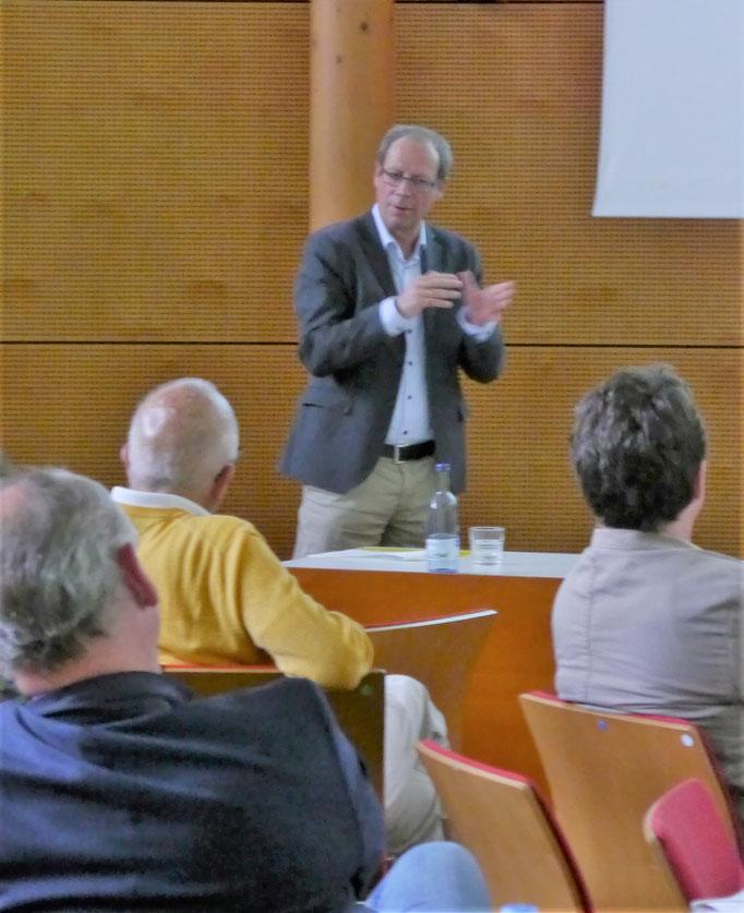 Moderator Prof. Dr. Stefan Sonderegger