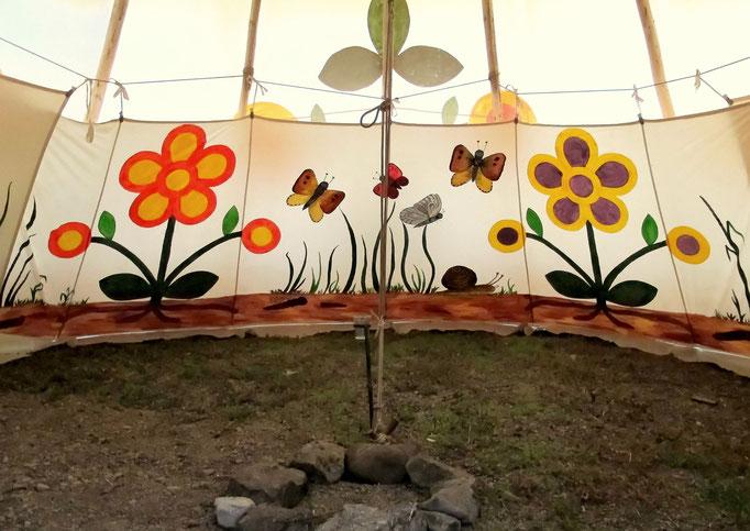 Blumen-Tipi Innenraum