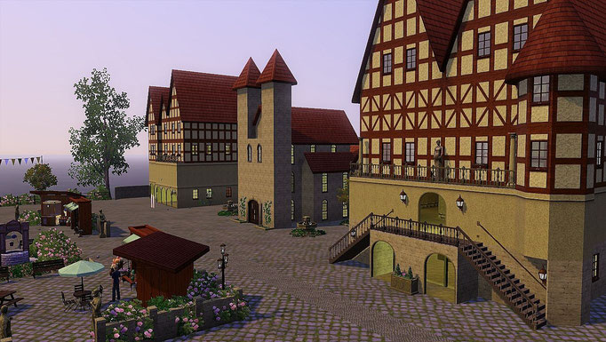 Marktplatz, Rathaus, Kirche und Gebäude mit Restaurant und Boutique