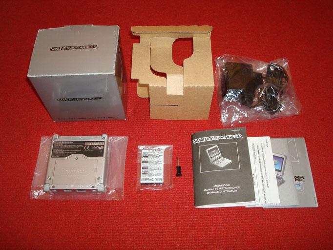 Contenido de la caja de la Game Boy Advance SP