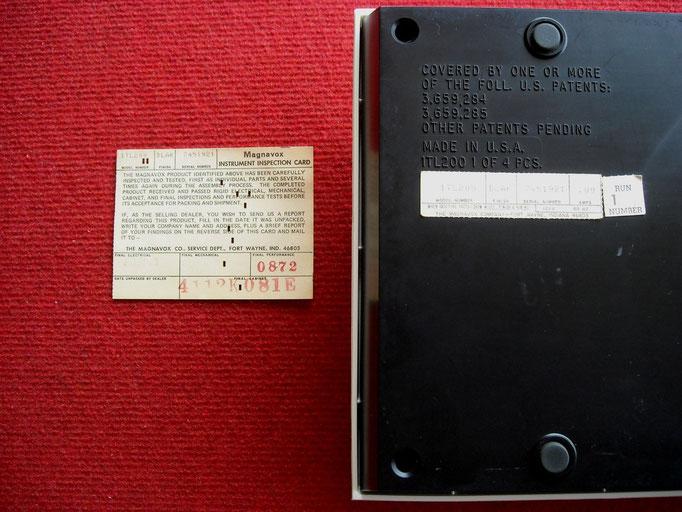 Tarjetas de inspección de la consola (la pequeña está pegada tras la consola)