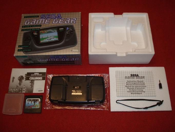 Contenido de la caja de la Sega Game Gear + adaptador monoaural
